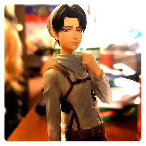 AOT Cleaning Levi figure